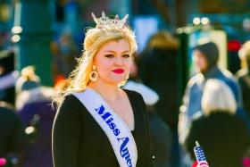 费城感恩节游行,美女亮相