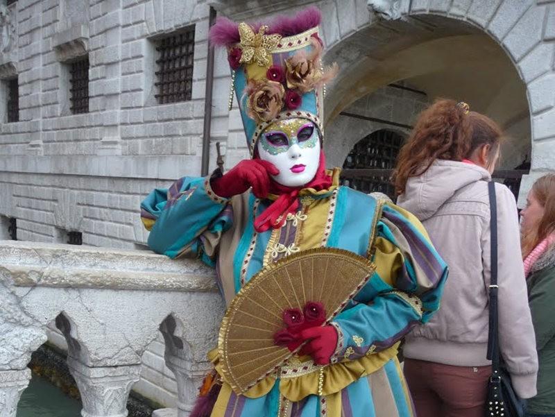 威尼斯运河边上的模特 2_图1-6