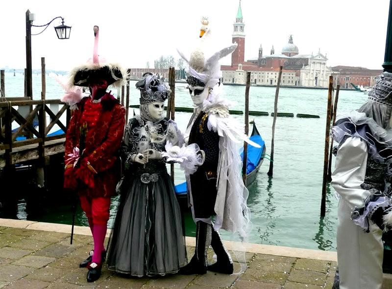 威尼斯运河边上的模特 2_图1-12