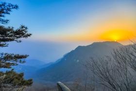 沂蒙摄影人在蒙山之巅迎接新年的第一缕阳光