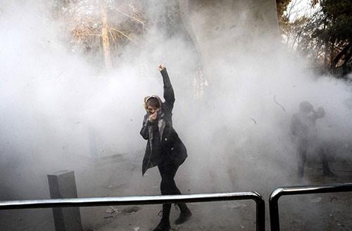 """伊朗问题的""""壶盖儿效应""""_图1-3"""