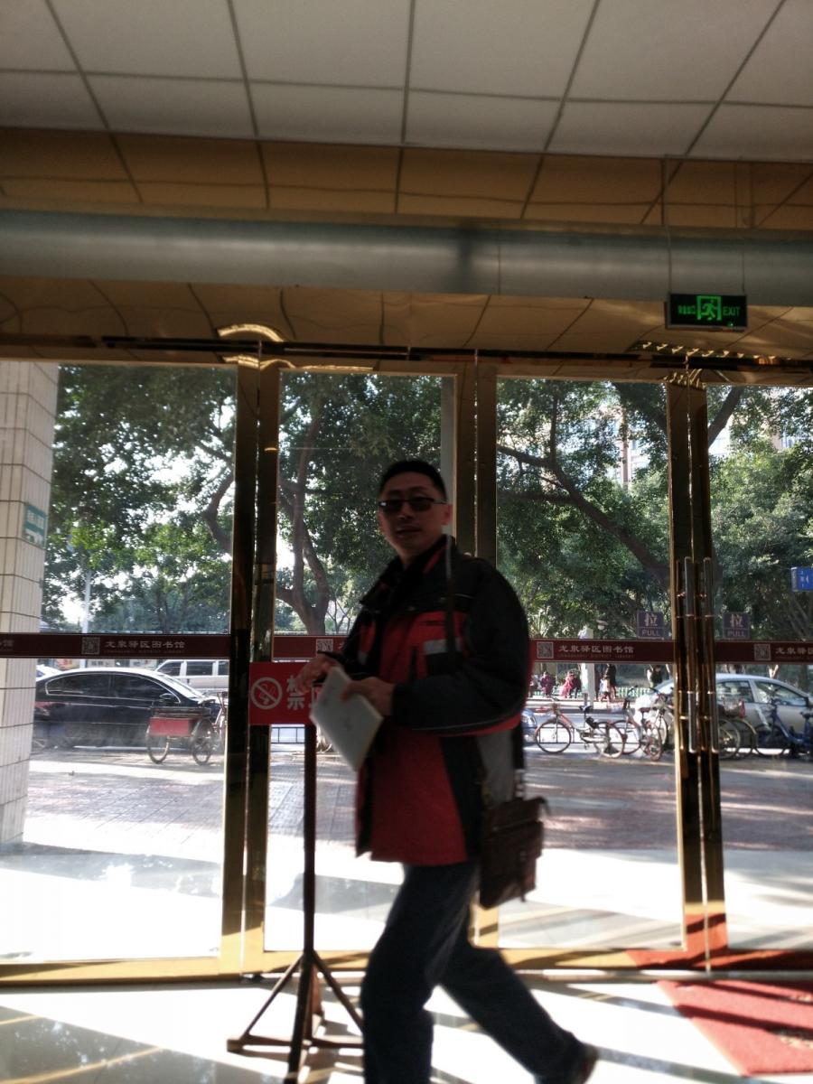 在成都龙泉驿区图书馆的组织成员_图1-1