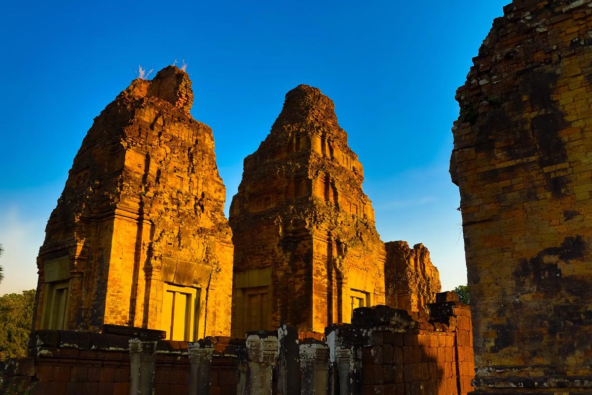 夕阳西下 曾经的火葬场变成名副其实的变身塔 行摄柬埔寨之比粒寺 ..._图1-1