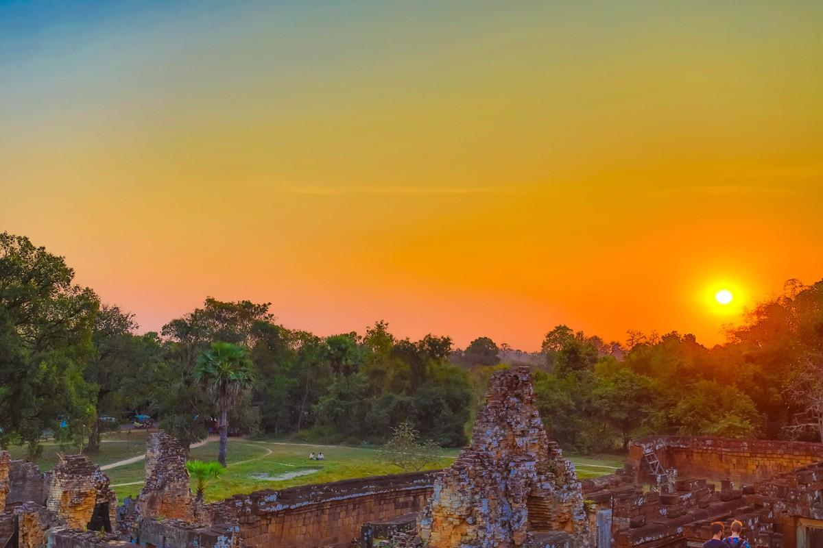 夕阳西下 曾经的火葬场变成名副其实的变身塔 行摄柬埔寨之比粒寺 ..._图1-14