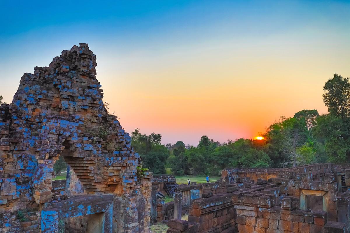 夕阳西下 曾经的火葬场变成名副其实的变身塔 行摄柬埔寨之比粒寺 ..._图1-15