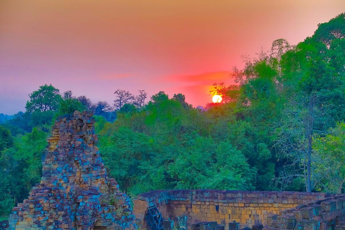 夕阳西下 曾经的火葬场变成名副其实的变身塔 行摄柬埔寨之比粒寺 ..._图1-16