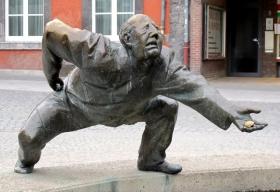 基辅城亍上铜雕