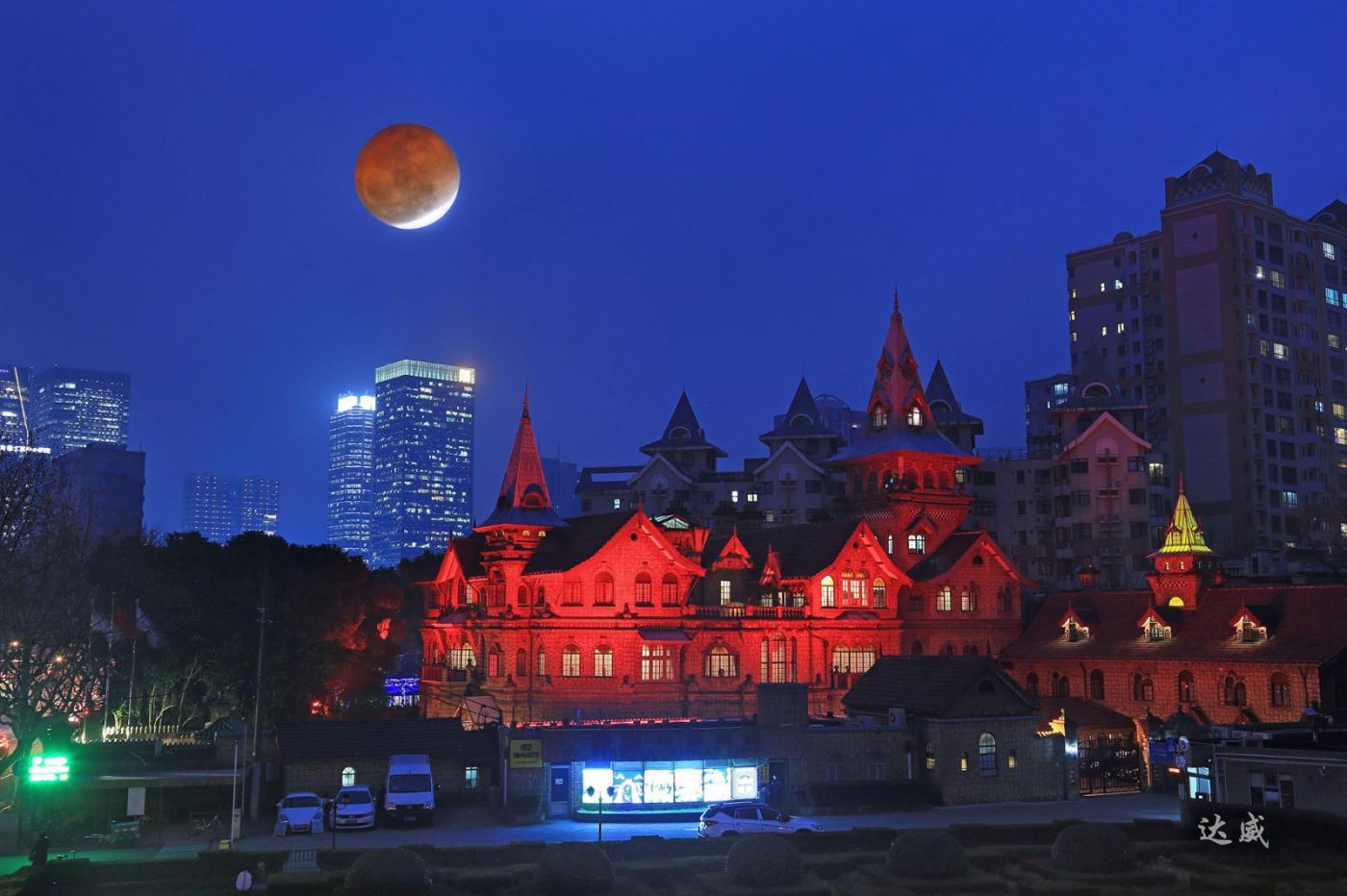 血月当空中国红_图1-1