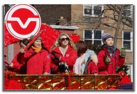 随拍法拉盛新春游行中的中文网队伍