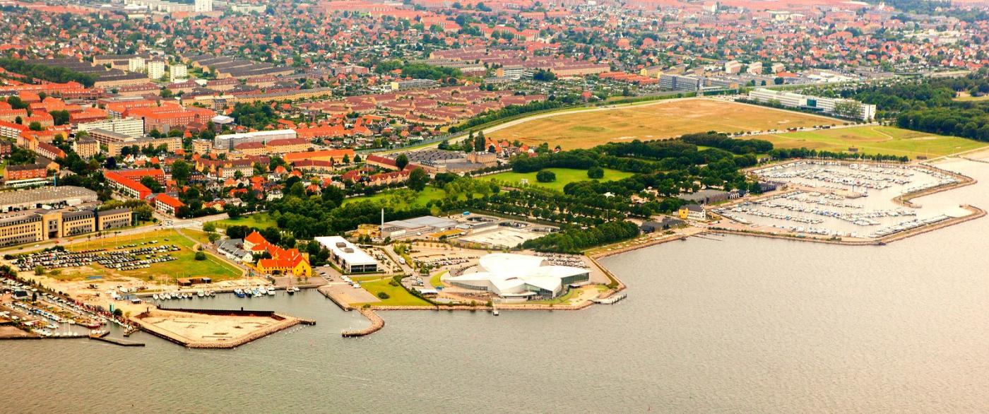 俯瞰哥本哈根,一片绿树红瓦_图1-1
