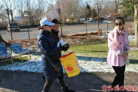 高娓娓:纽约海边公园捡生蚝做海鲜大餐_图1-3