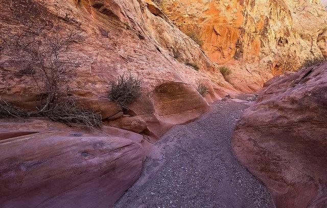 裂缝峡谷_图1-9