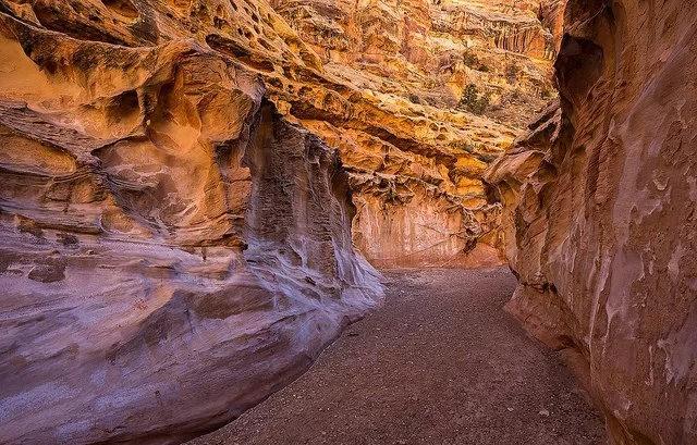 裂缝峡谷_图1-17