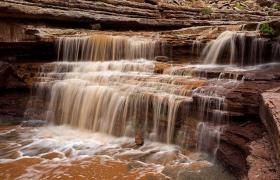 Slickhorn Canyon 瀑布
