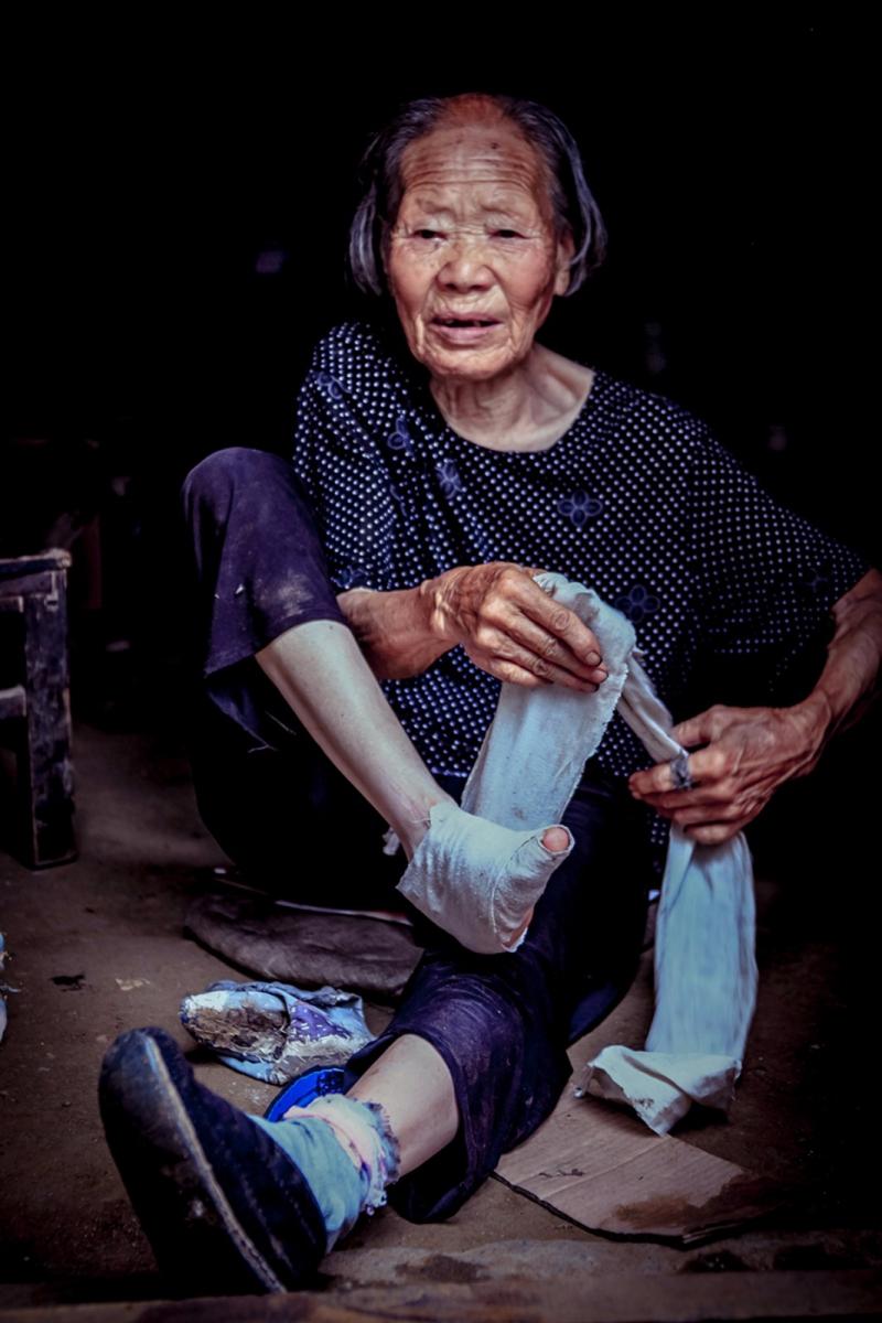 舊社會女人們受到如此摧殘 在大山深處的母親們還飽受如此傷害 ..._圖1-5
