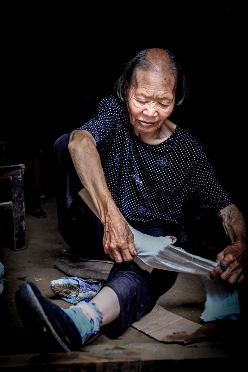 舊社會女人們受到如此摧殘 在大山深處的母親們還飽受如此傷害 ..._圖1-6