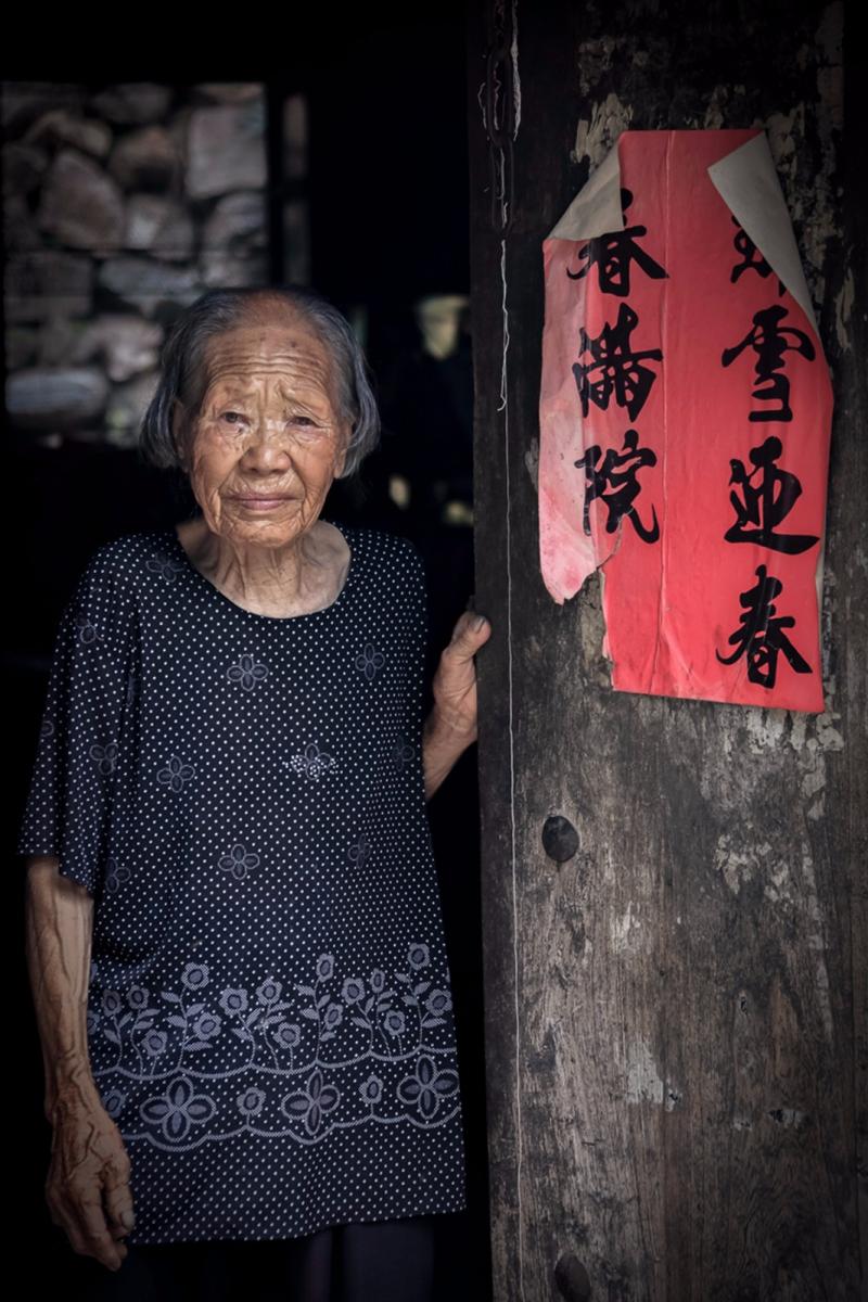 舊社會女人們受到如此摧殘 在大山深處的母親們還飽受如此傷害 ..._圖1-9