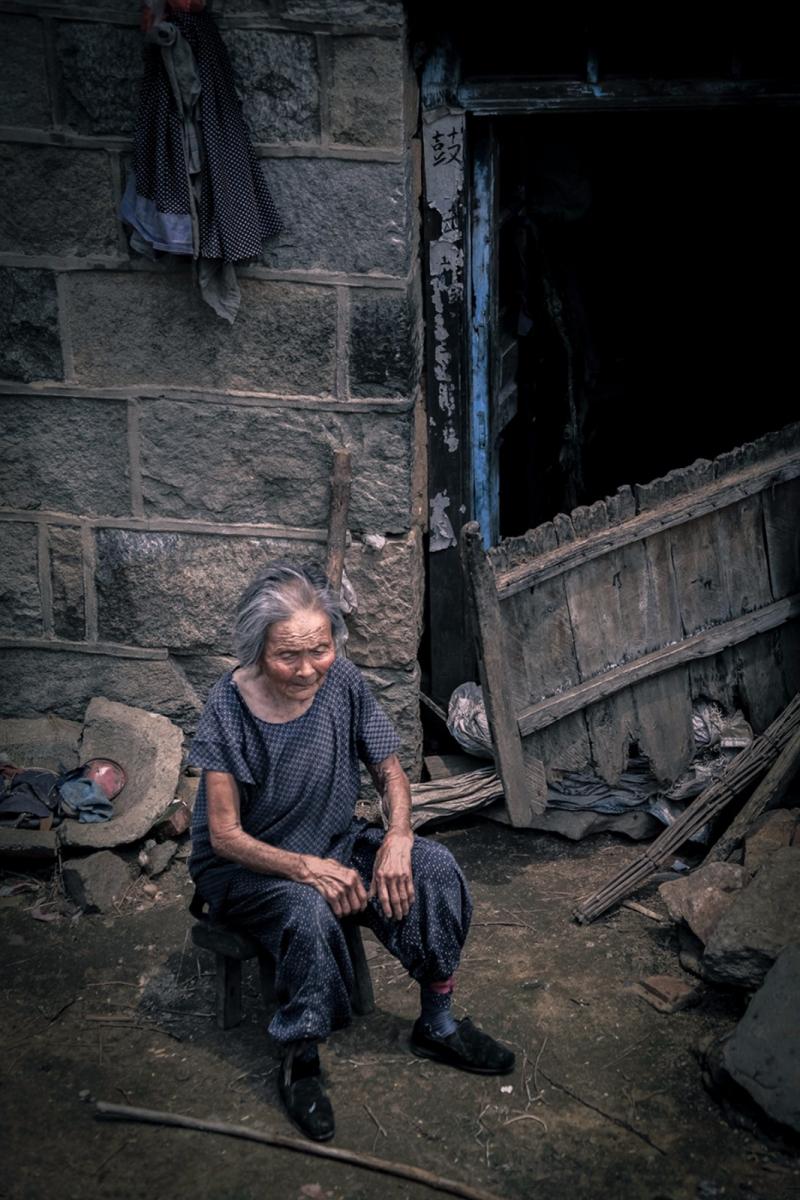 舊社會女人們受到如此摧殘 在大山深處的母親們還飽受如此傷害 ..._圖1-10