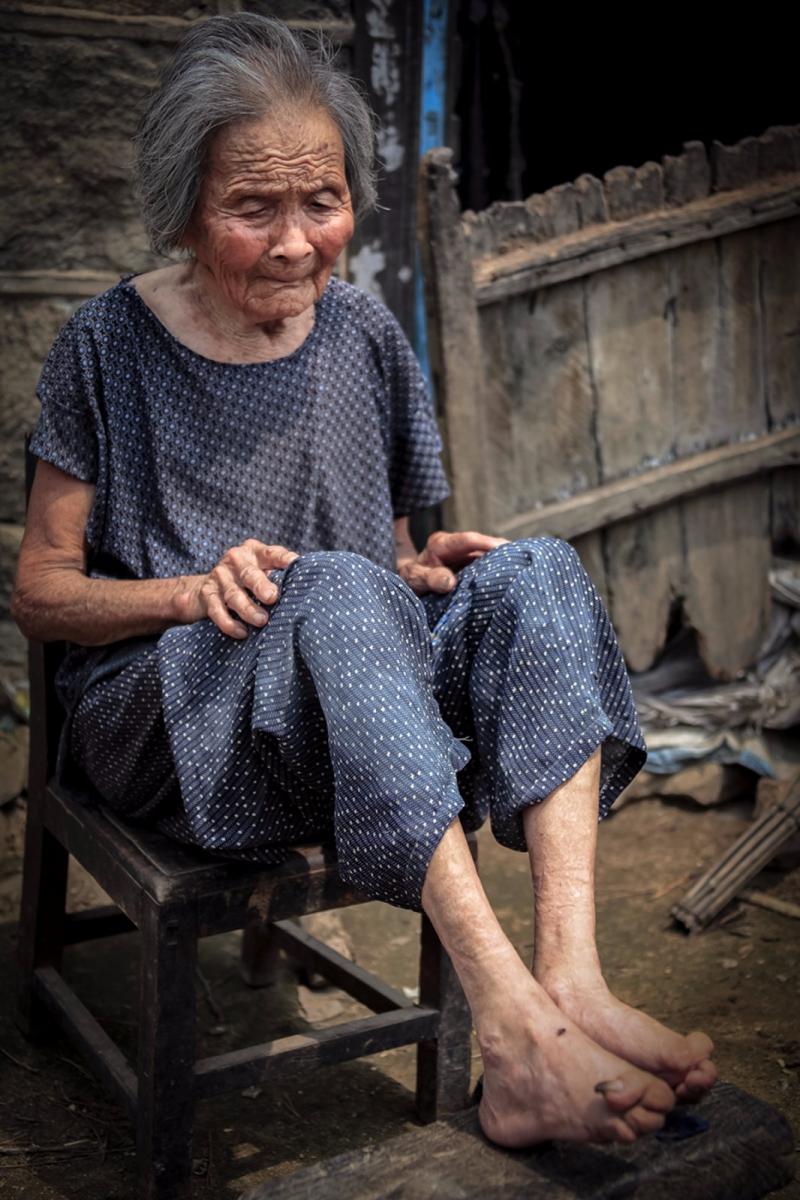 舊社會女人們受到如此摧殘 在大山深處的母親們還飽受如此傷害 ..._圖1-12