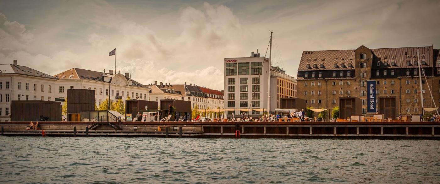 丹麦哥本哈根,岸边的景_图1-2
