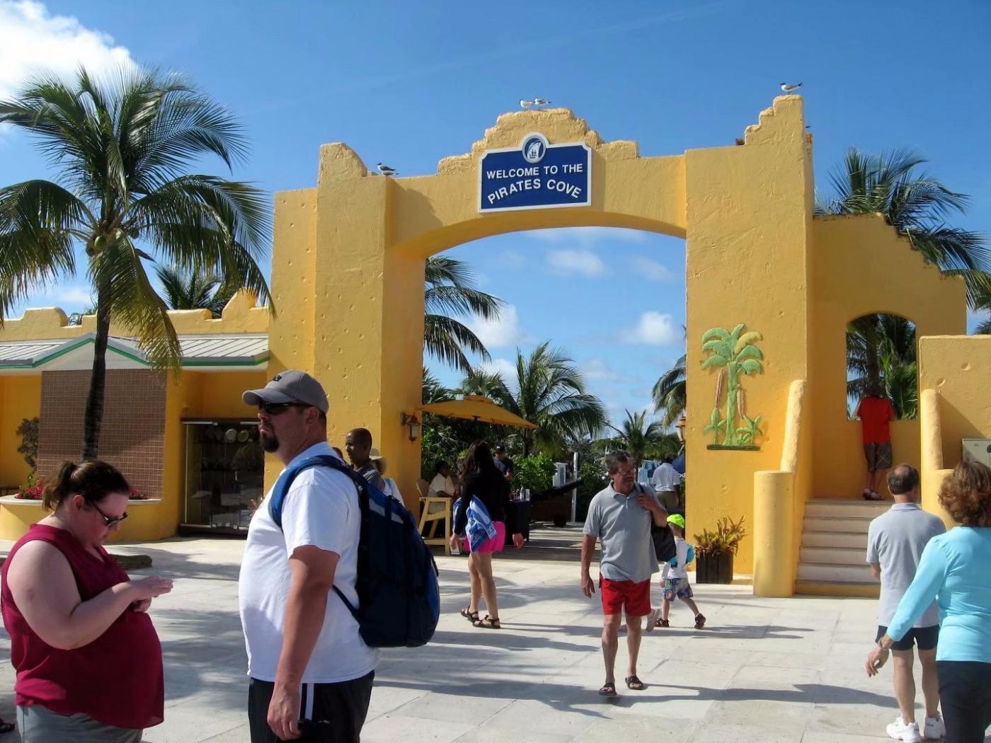 加勒比海上的半月礁(图)_图1-1