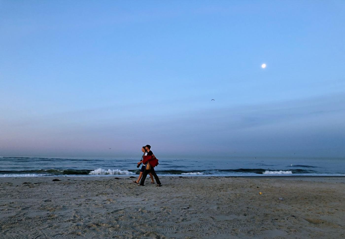 【田螺摄影】月未落日刚升的长滩画面_图1-2