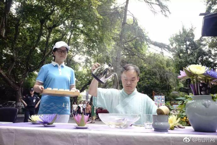 西湖微笑亭的免费凉茶_图1-2