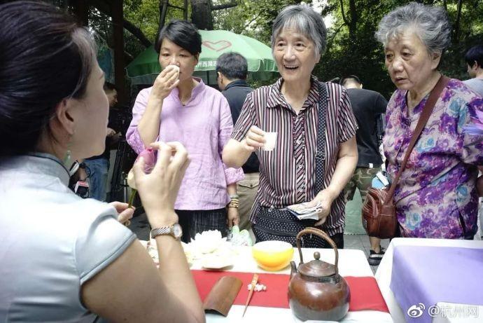西湖微笑亭的免费凉茶_图1-4