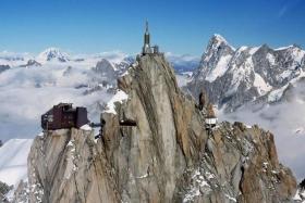 从南针峰.观看阿尔卑斯山全景