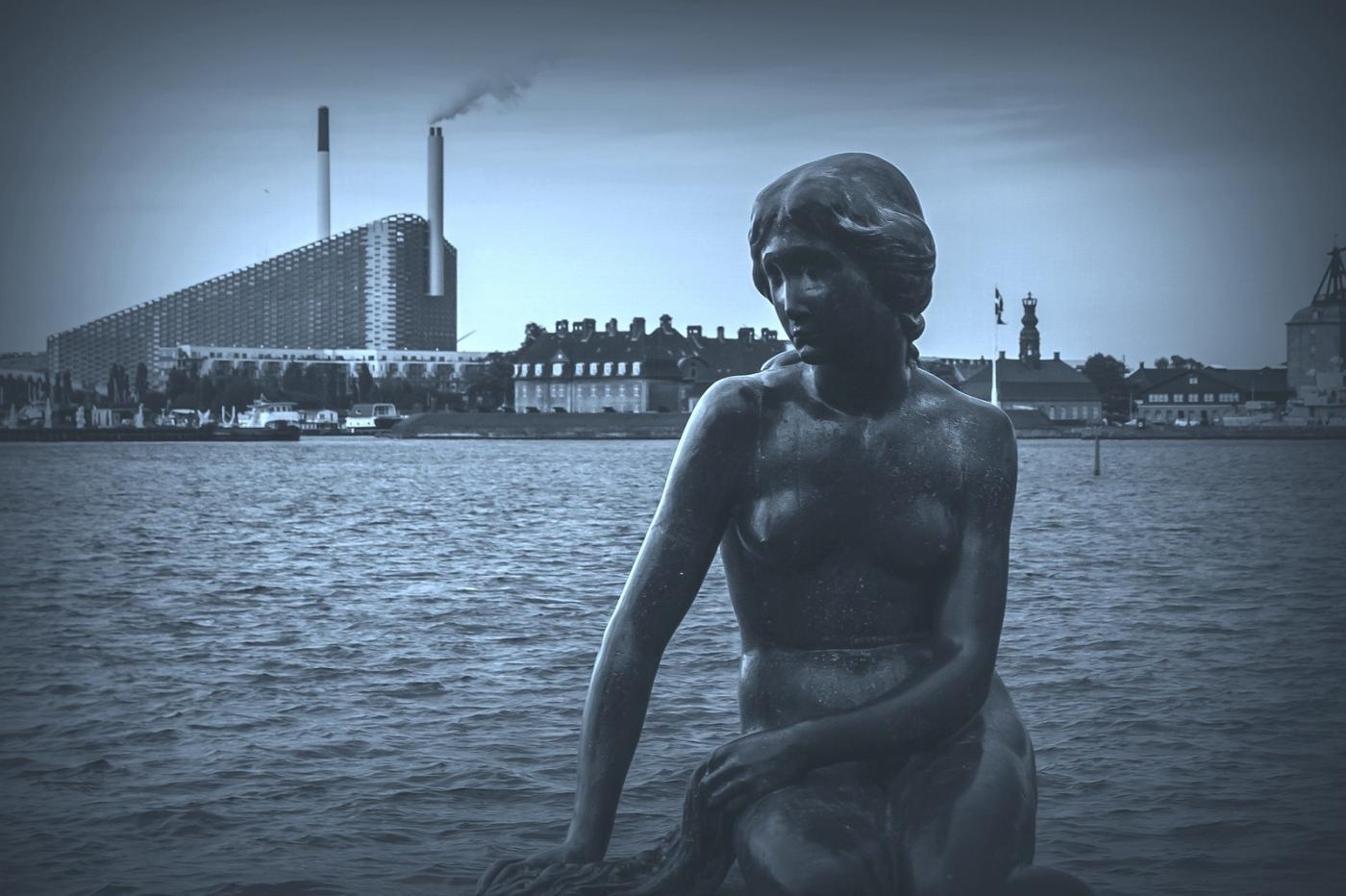 丹麦美人鱼雕像,雕塑家妻子为蓝本_图1-2