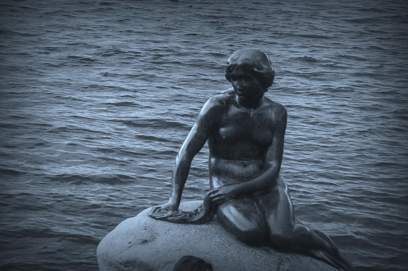 丹麦美人鱼雕像,雕塑家妻子为蓝本_图1-1