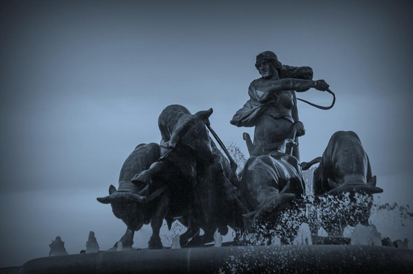 丹麦美人鱼雕像,雕塑家妻子为蓝本_图1-10