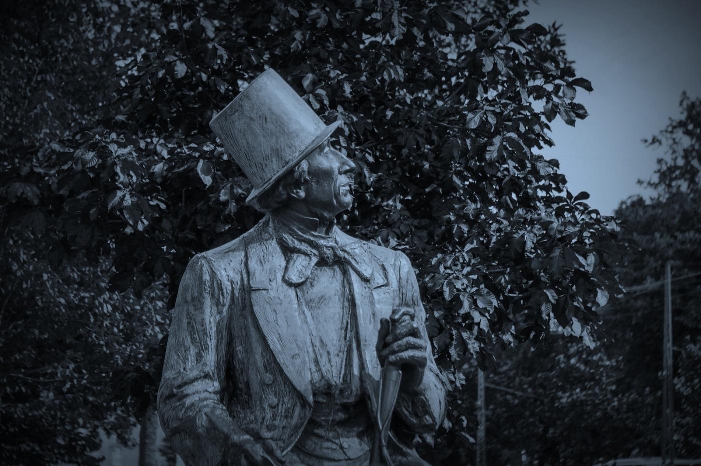 丹麦美人鱼雕像,雕塑家妻子为蓝本_图1-12