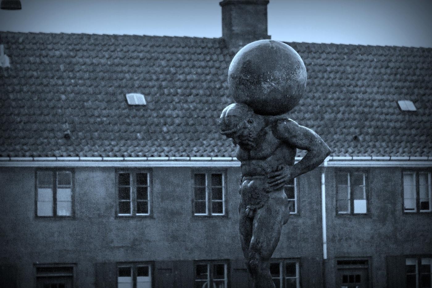 丹麦美人鱼雕像,雕塑家妻子为蓝本_图1-11