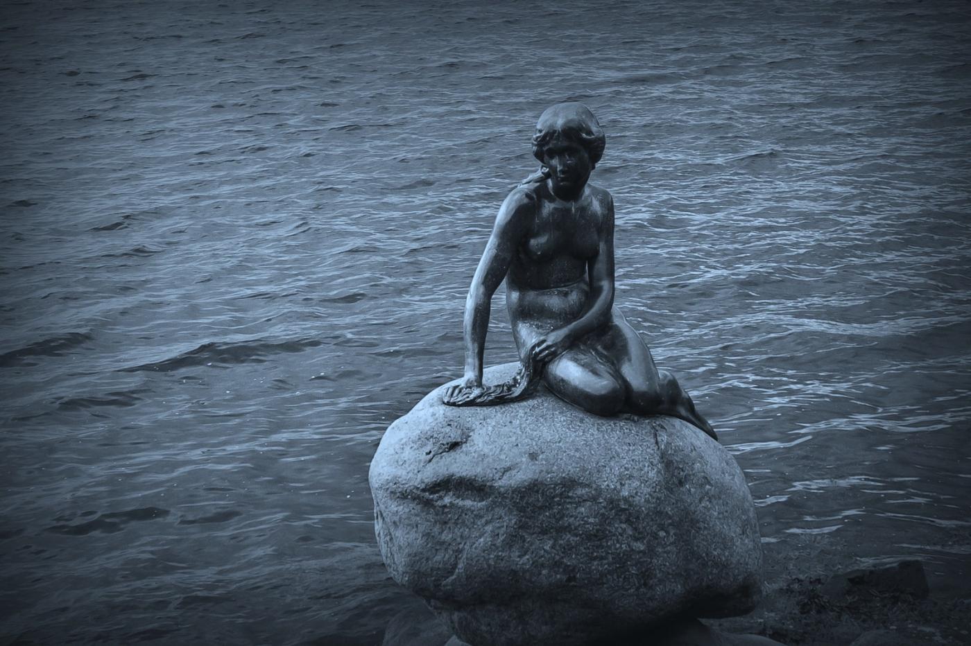 丹麦美人鱼雕像,雕塑家妻子为蓝本_图1-14