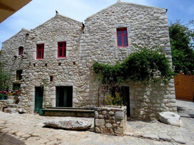 阿雷奥波利--石造的小镇(希腊)_图1-20