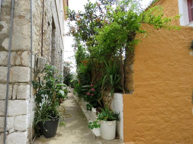 阿雷奥波利--石造的小镇(希腊)_图1-25