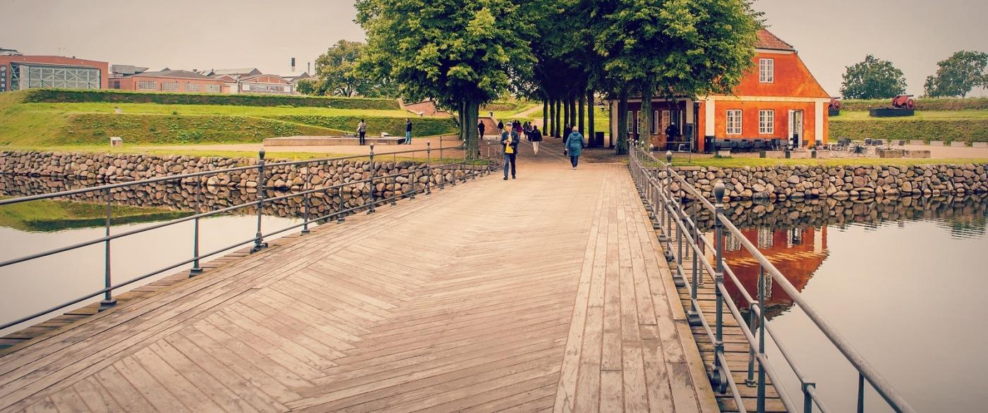 丹麦腓特烈堡城堡,周边的景色_图1-2