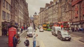 苏格兰爱丁堡,十字路口看街景