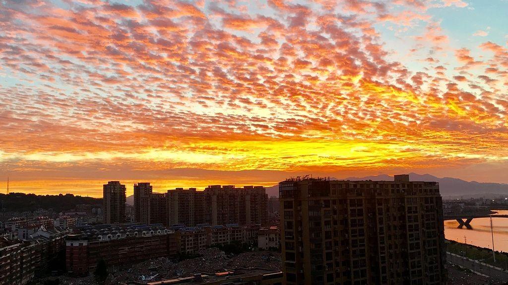 早晨最漂亮的火烧云_图1-1