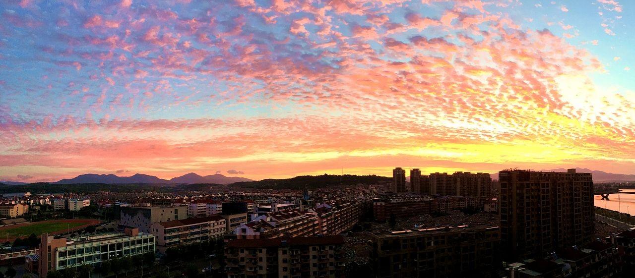 早晨最漂亮的火烧云_图1-3