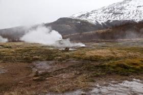 冰岛热带温泉美景,游客流连忘返
