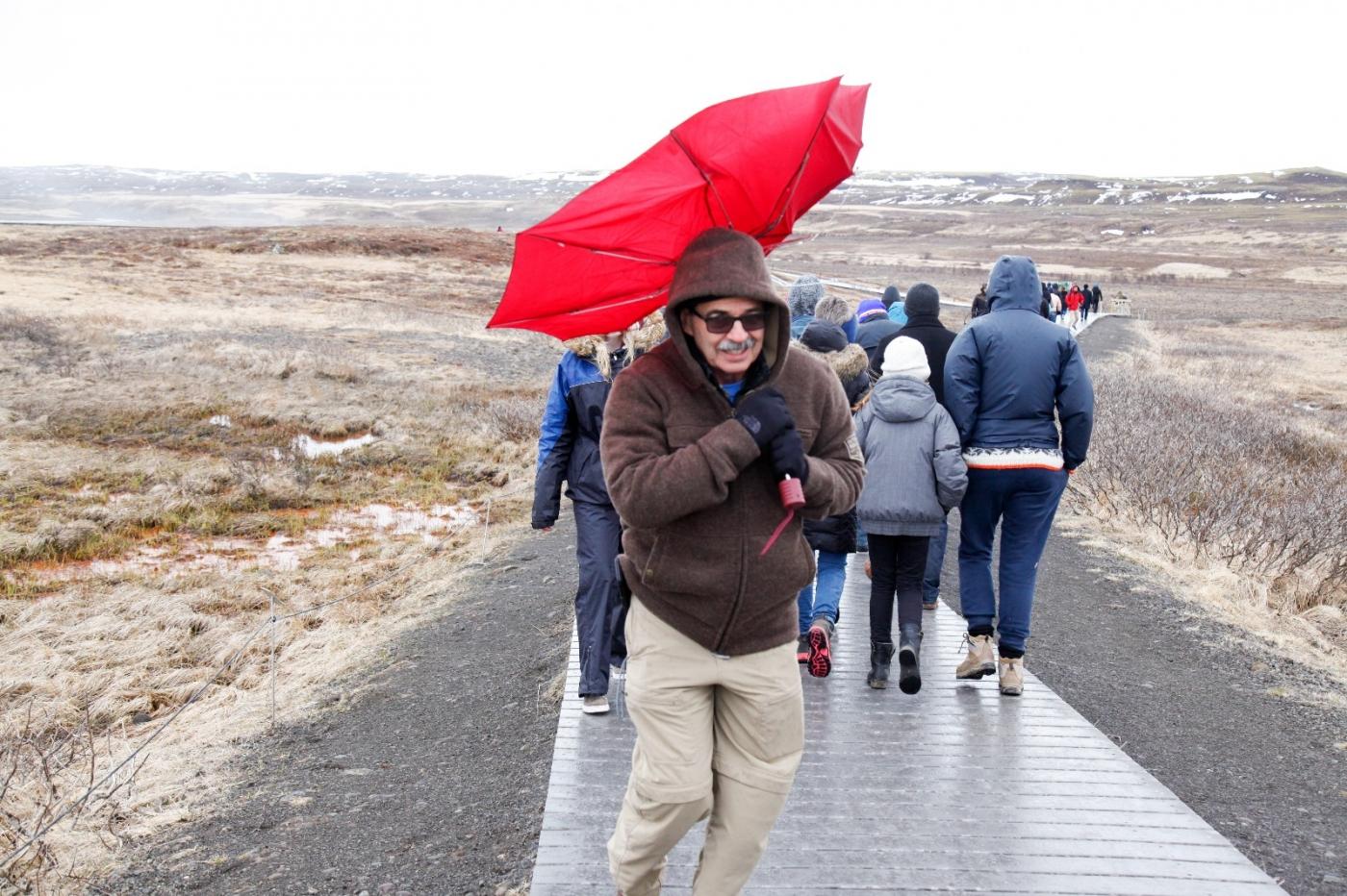 冰岛热带温泉美景,游客流连忘返_图1-2