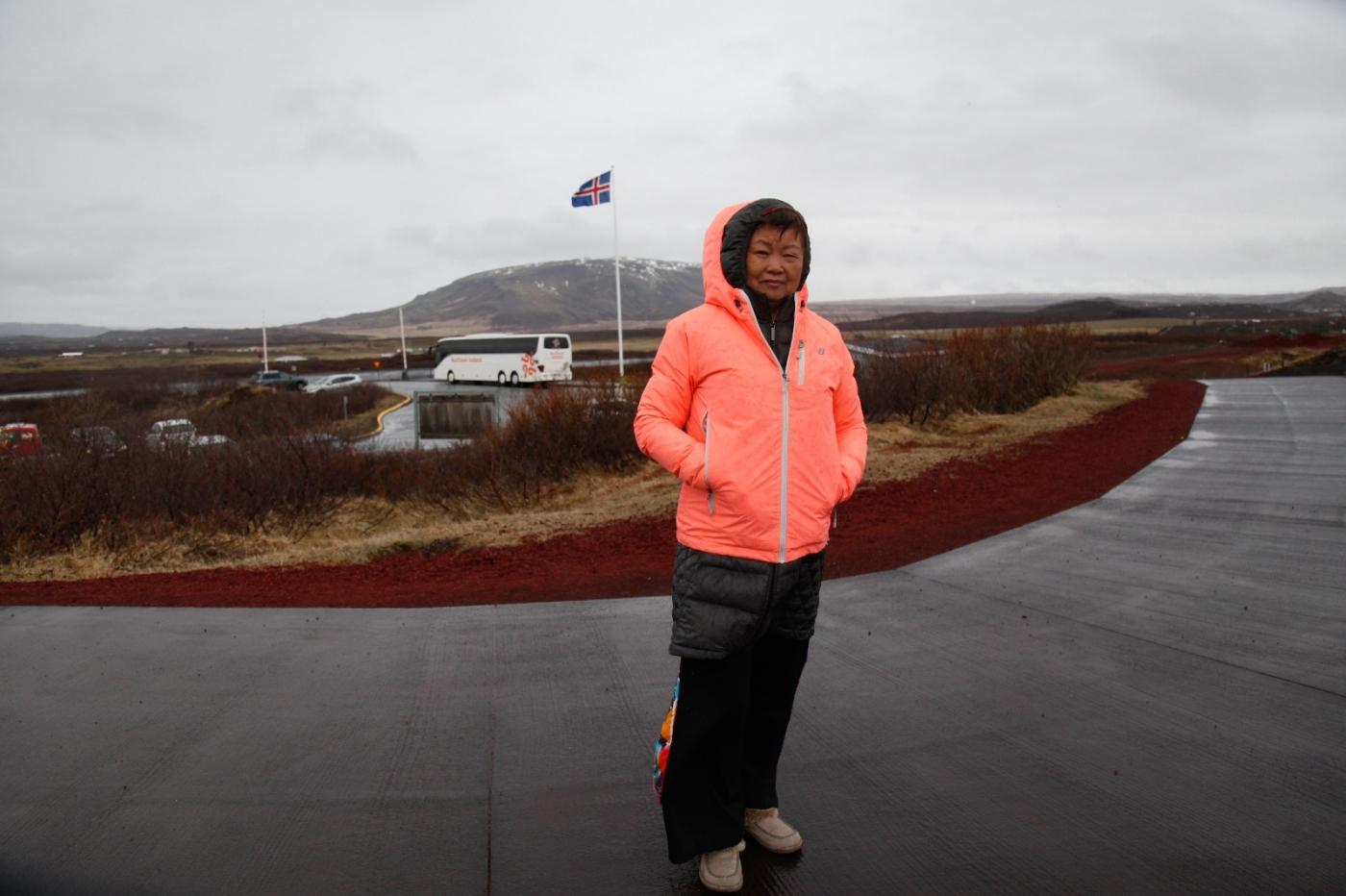 冰岛热带温泉美景,游客流连忘返_图1-5