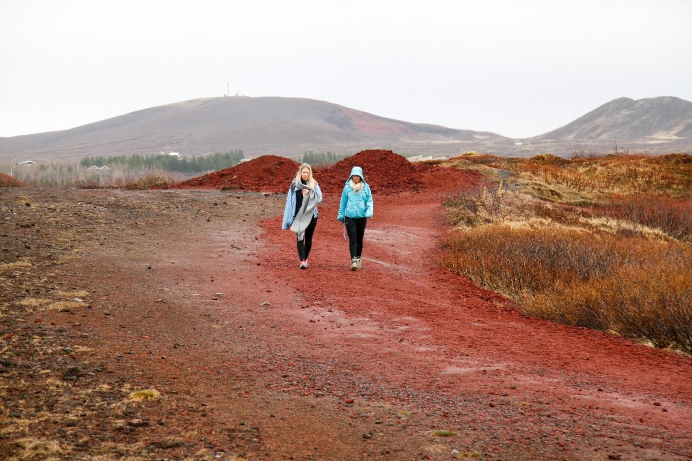 冰岛热带温泉美景,游客流连忘返_图1-12
