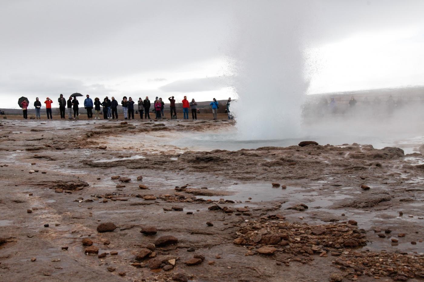 冰岛热带温泉美景,游客流连忘返_图1-17