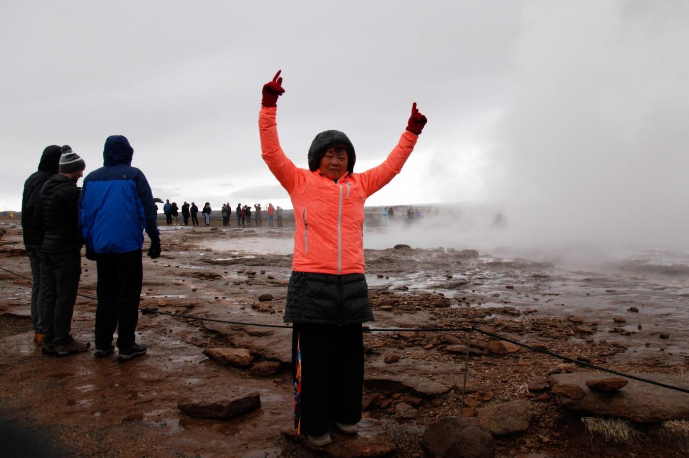 冰岛热带温泉美景,游客流连忘返_图1-8