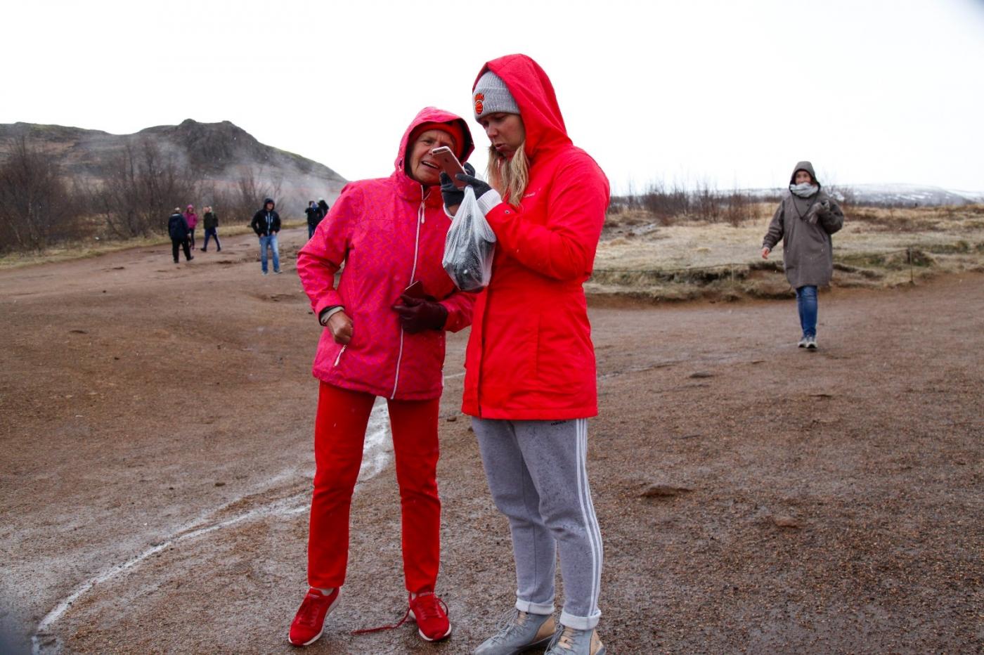 冰岛热带温泉美景,游客流连忘返_图1-18