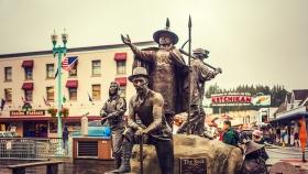阿拉斯加克奇坎市,路口雕塑的故事