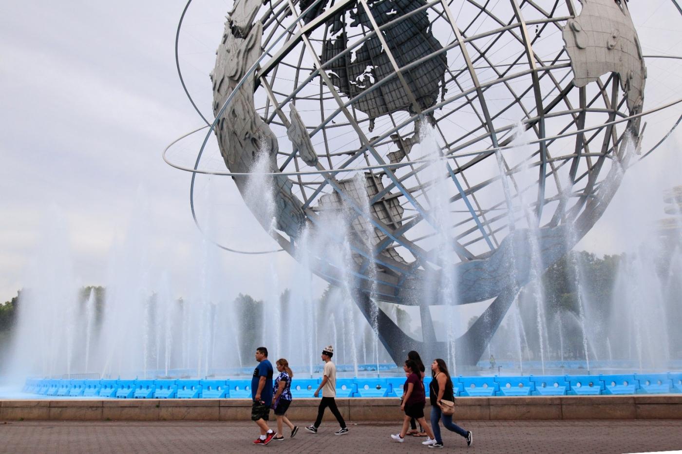 炎夏的可乐娜公园地球仪喷水池,是法拉盛周边居民休闲,娱乐的好地方 ..._图1-7